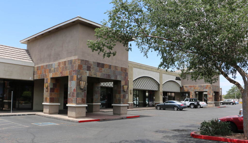 R&G commercial real estate retail leasing at 12426 N 28th Dr, Phoenix, AZ